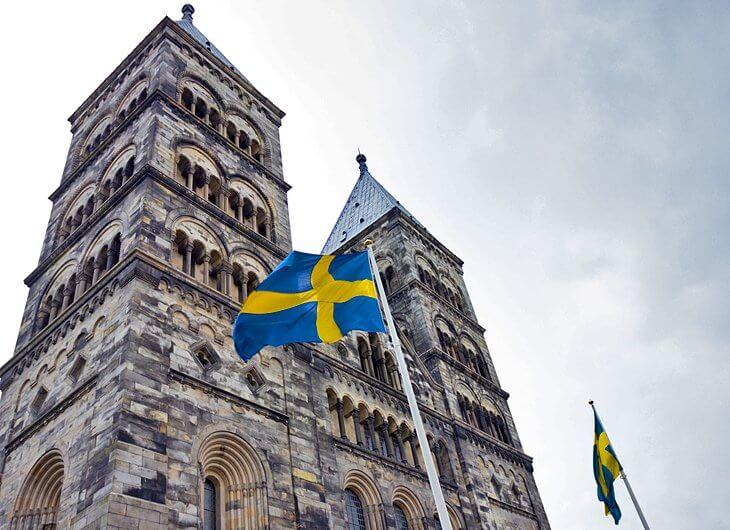 スウェーデンのオルド大聖堂と国旗