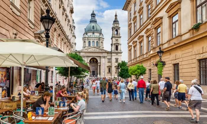 ハンガリーの首都ウィーンの活気ある街並み