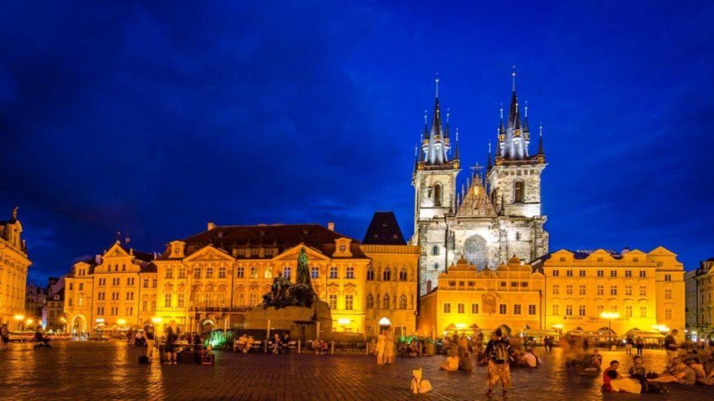 チェコプラハの夜の街並み