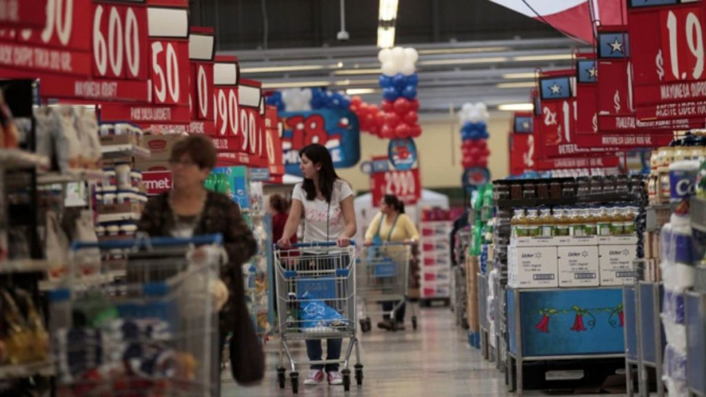 チリのスーパー「Wal-Mart 」の店内