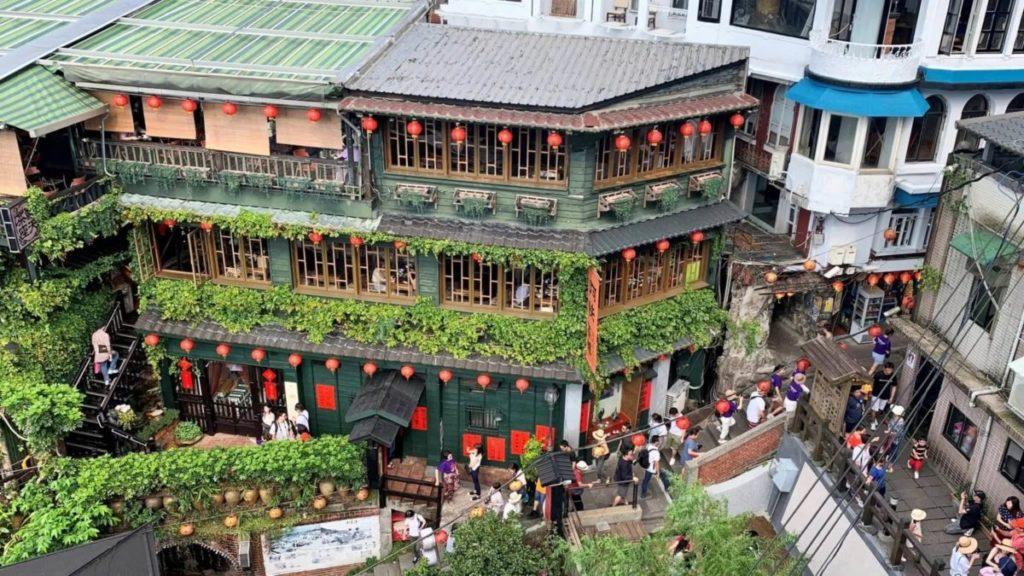 「千と千尋の神隠し」のモデルになったとされる台湾の九份にある建物の画像