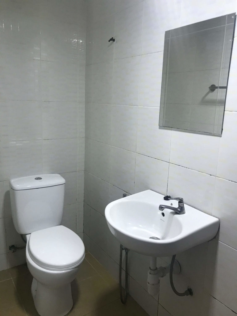 OYO HOTELのお手洗いと洗面台