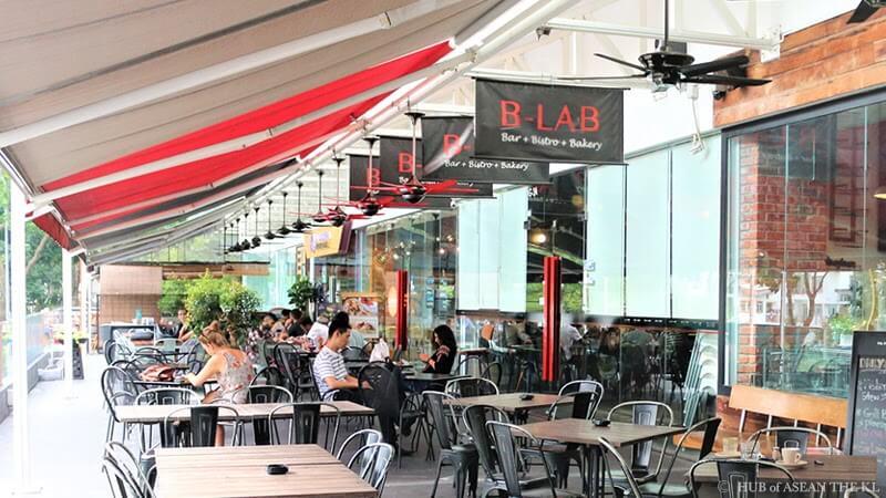 モントキアラで人気のベーカリーカフェ&バー「B-Lab」のテラス席