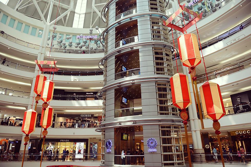 ペトロナスツインタワーの最下層にあるショッピングモール「Suria KLCC」の店内